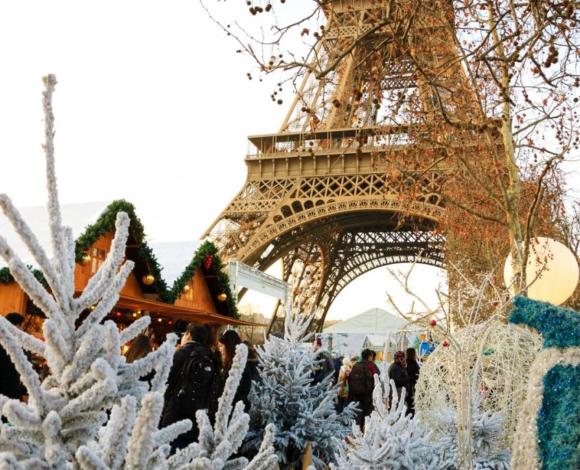 Marchés de Noël près de la Tour Eiffel à Paris France Europe Voyage