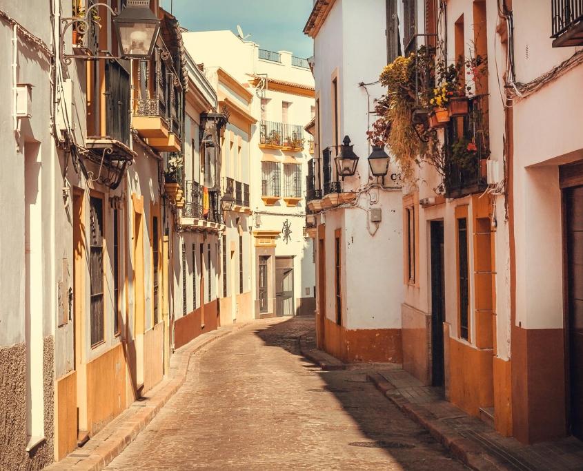 Ruelle d'un village typique de l'Andalousie Espagne Europe Voyage