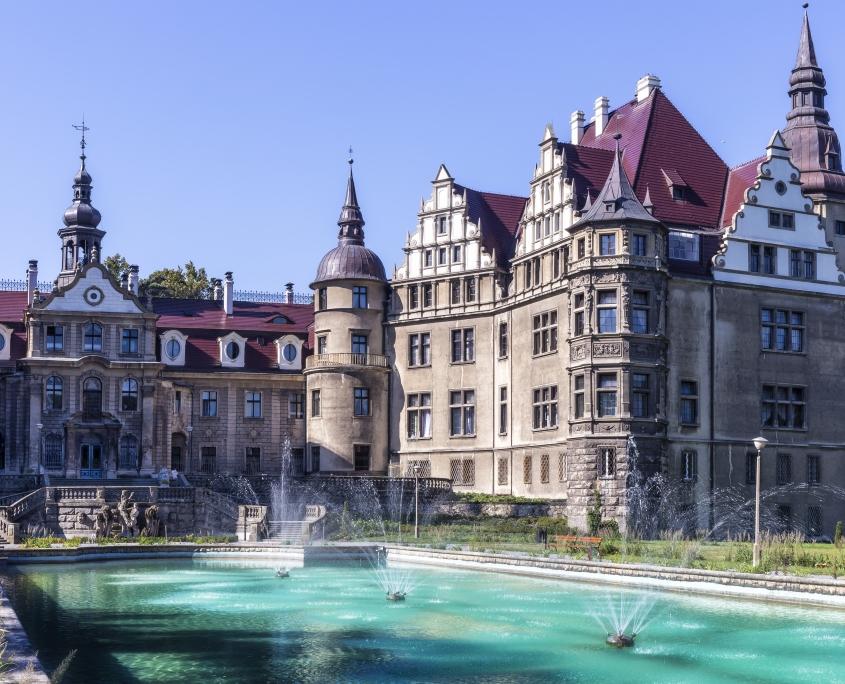 Château de style néo gothique, Moszna Pologne Europe Voyage