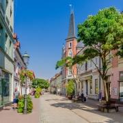 Rue Piastowska dans le vieux quartier de Pszczyna Pologne Europe Voyage