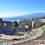 Taormine théatre et vue Etna Sicile Europe Voyage