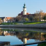 Paysage urbain de Gyor rivière Raba Hongrie Europe Voyage