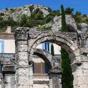 Arc romain et Colline St Jacques, Cavaillon France Europe Voyage